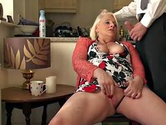 zrelaya-masturbiruet-i-konchaet-video