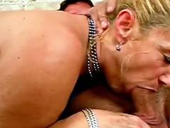 Секс немецкие свингеры, майка на голое тело у девушки
