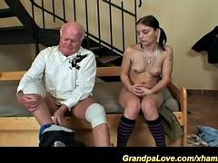 Порно видео онлайн дед с молодой67
