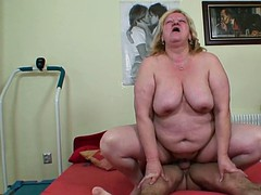 Mature mum with saggy tits seduce boy