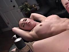hilflos gefesselt anal vibrator