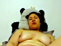 Sexy amateur asian bbw toys and cums