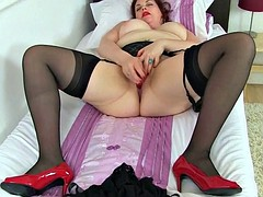 English milf vintage fox loves toying her pussy maturity