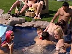 Echangistes dans une piscine