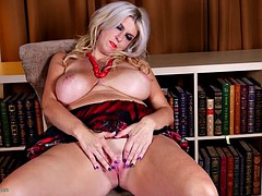 Posh bigtit mature mother with great body