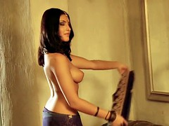 Dancing exotic babe of india