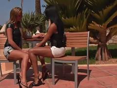 Секс видео лесбиянок с секс машинами