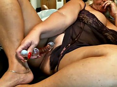 granny milf toying nice pussy
