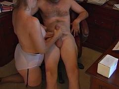 mature mom handjob and cumshot at home