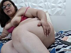 Fat milf masturbation