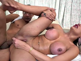 Bootylicious latina ts jerks off during sex after bouncing her ass