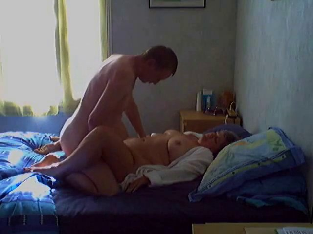Скрытая камера видео секса с тещей — pic 1