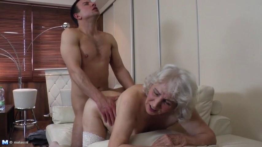 старухи с волосатыми пездами порно смотреть