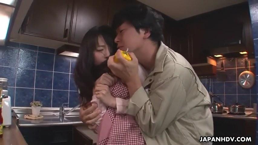 seks-s-yaponkami-domohozyaek