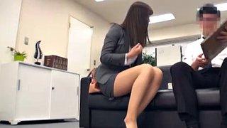Büro-Sexbombe Ayumi Wakana gibt Muschiessern ihre haarigen Löcher