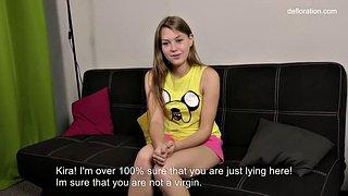 Russische Amateur-Jungfrau Gwyneth Petrova zieht sich beim Vorstellungsgespräch nackt aus