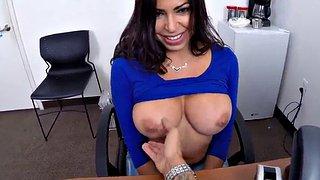 Quickie in der Büroküche mit Latina-Verführerin Karissa Kane