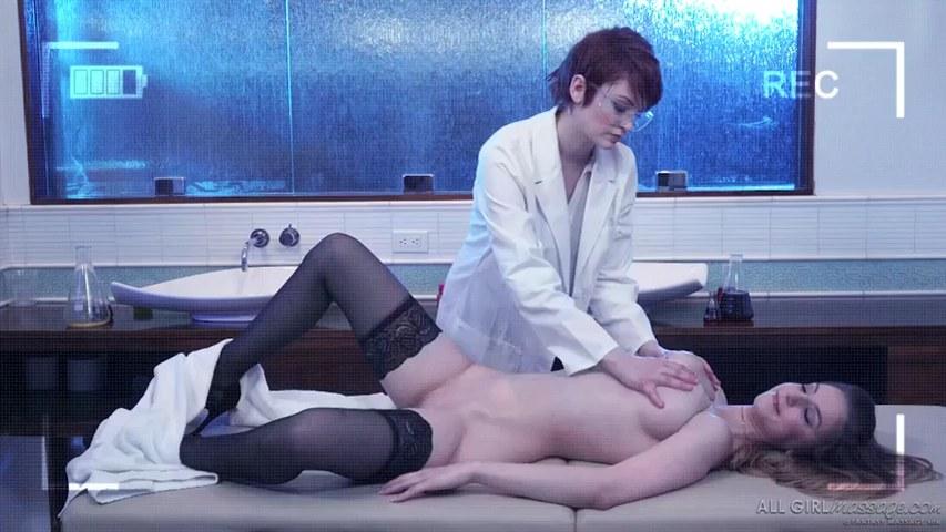 Bree Daniels und Stella Cox testen neues ätherisches Aphrodisiakumöl